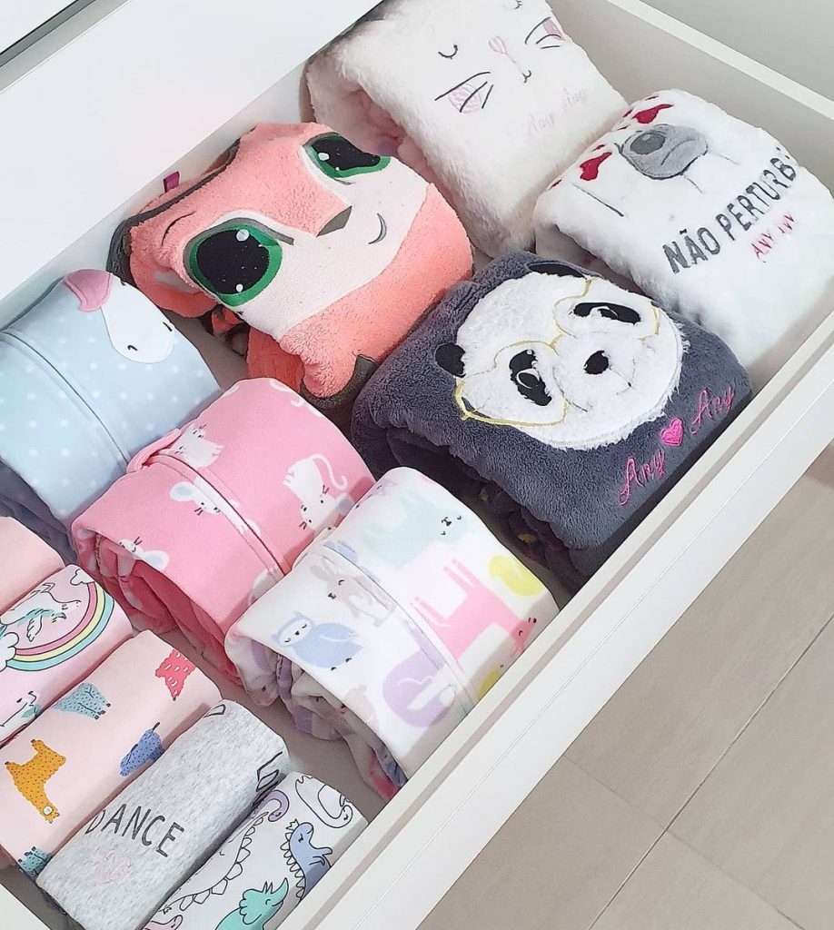 organize baby clothes by size